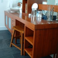contemporary custom batroom vanity with knee space. solid wood custom cabinets. solid wood custom countertop.